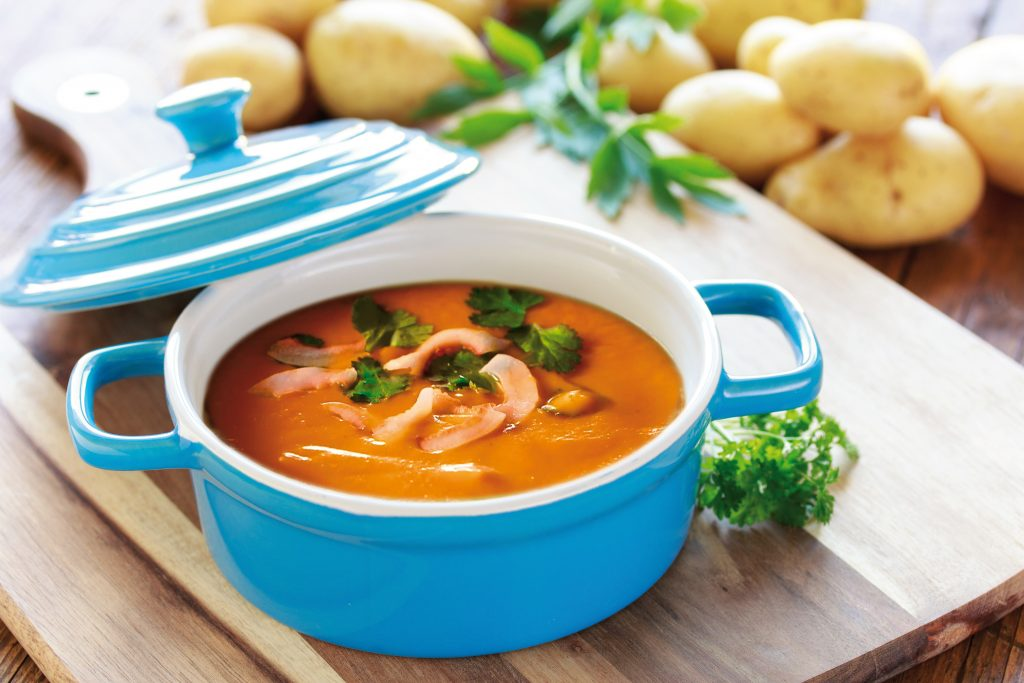 Met een PAKKETJE AARDAPPELSOEP zet u eenvoudig een smakelijke soep op tafel.